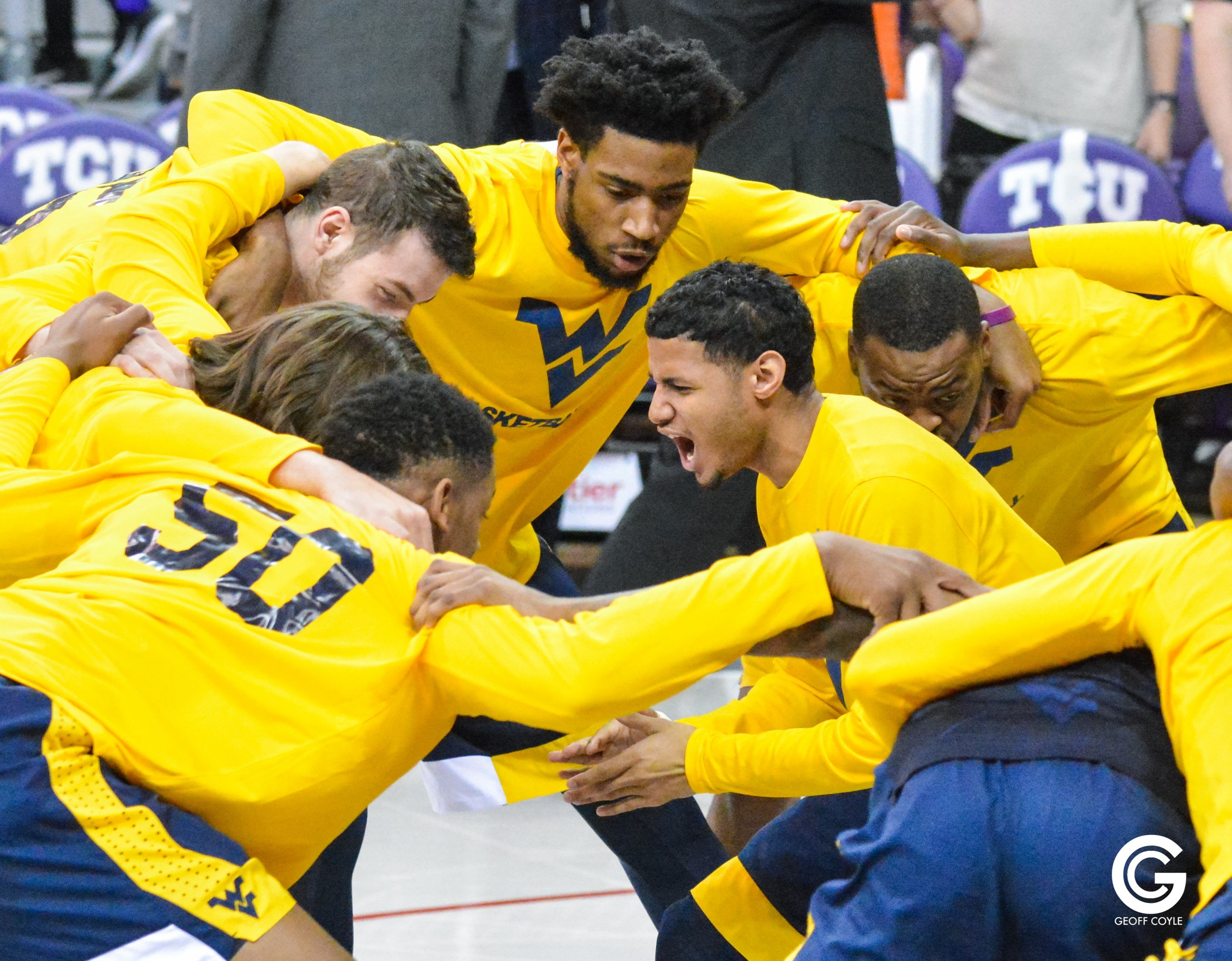 "James ""Beetle"" Bolden leads the Mountaineers' pregame huddle. (PHOTO: Geoff Coyle)"