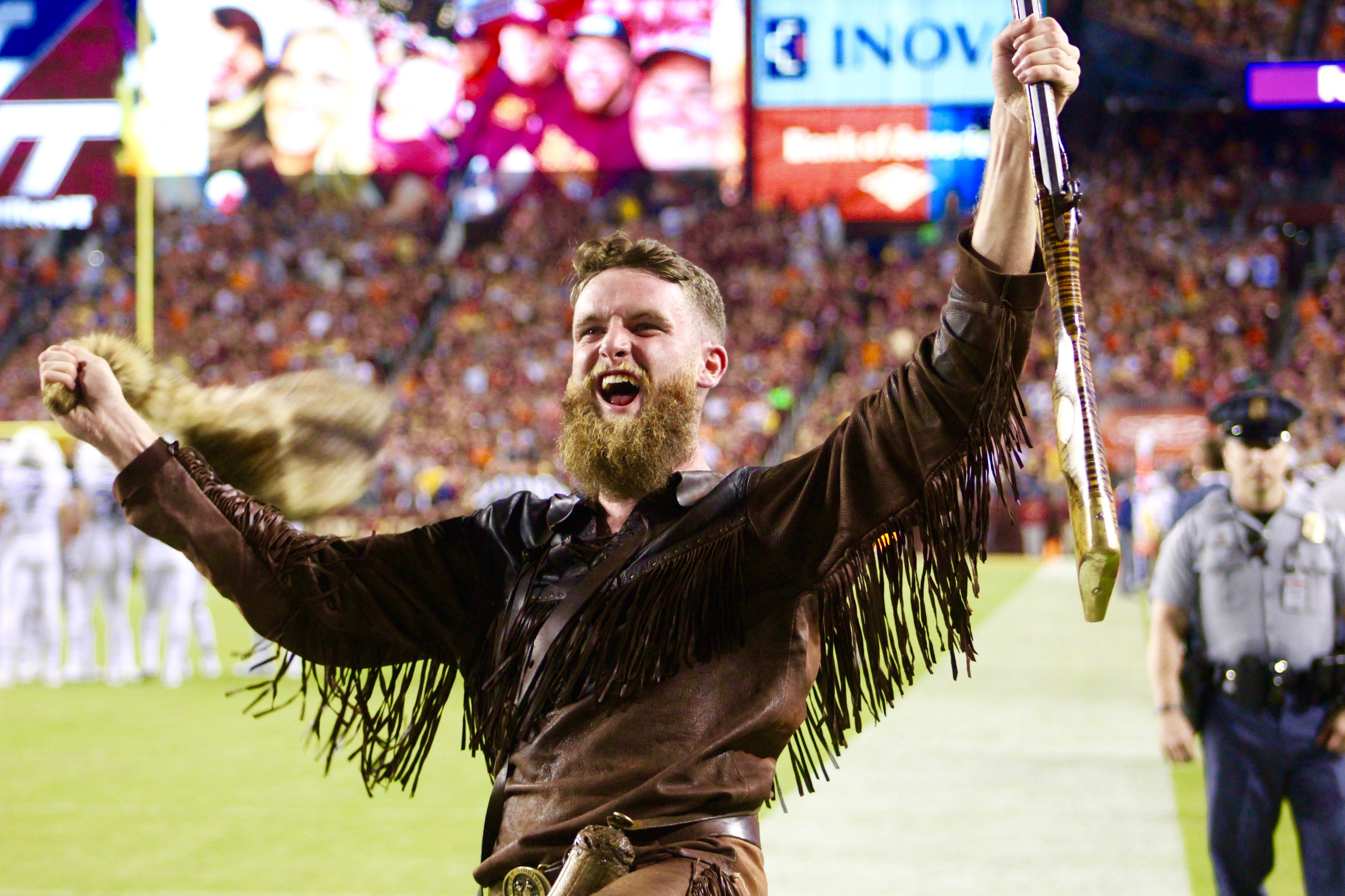The Mountaineer Mascot celebrates a WVU touchdown at FedEx Field.