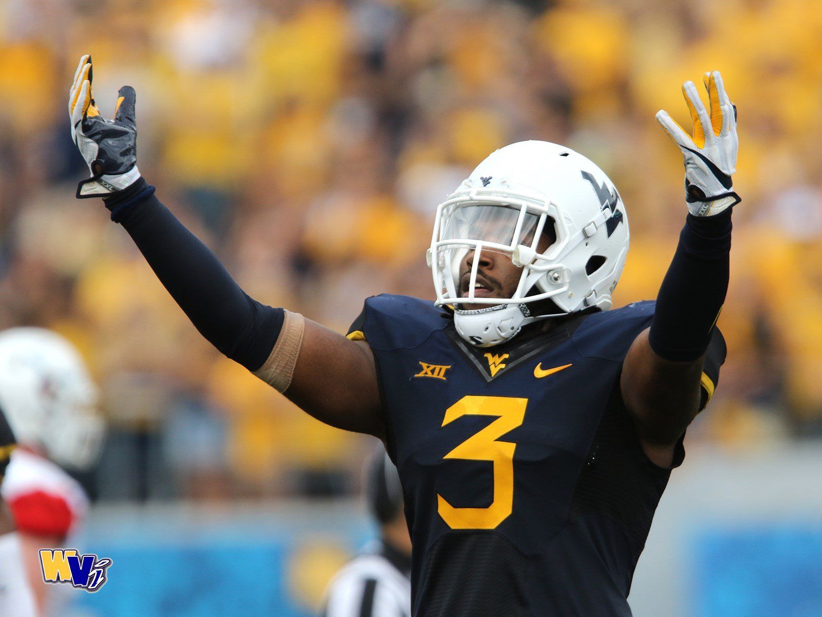 WVU senior linebacker Al-Rasheed Benton celebrates a sack against Delaware State. (PHOTO: Scott Lituchy)
