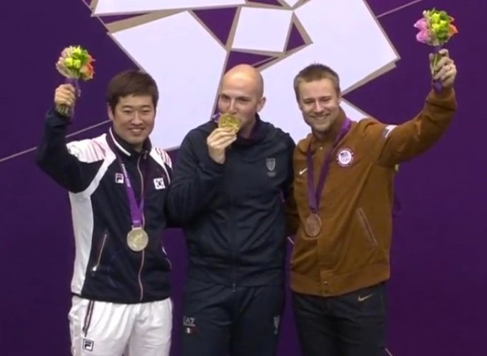 Campriani, pictured with the other medal winners.